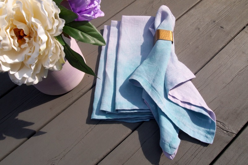 DIY Paint Dipped Napkins for your summer and fall oudoor parties