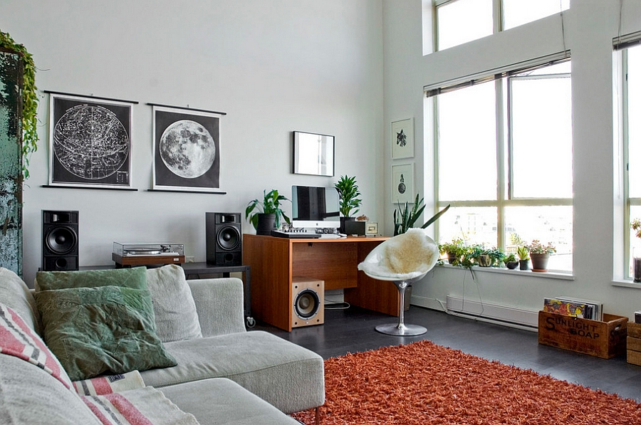 Eclectic living room with EroS Chair at the workstation [Photography: Heather Merenda]