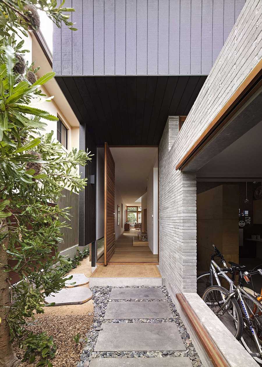 Entrance of the elegant modern Sydney home Functional Sydney Residence Fuses Privacy With Ample Natural Ventilation