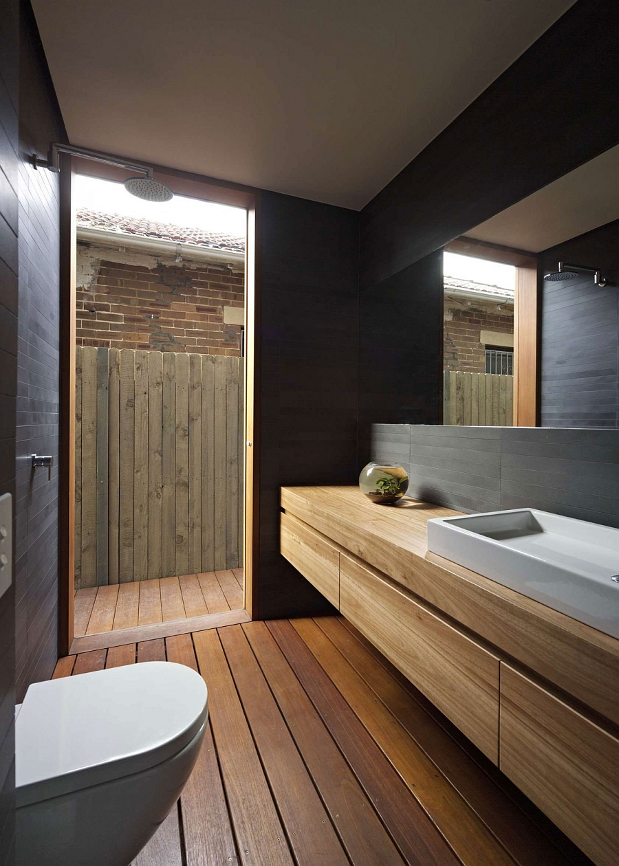 Exquisite bath makes smart use of the limited space