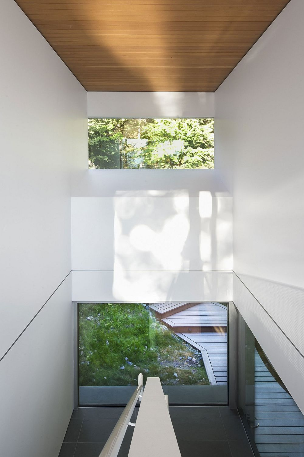Gambier Island House – staircase modern