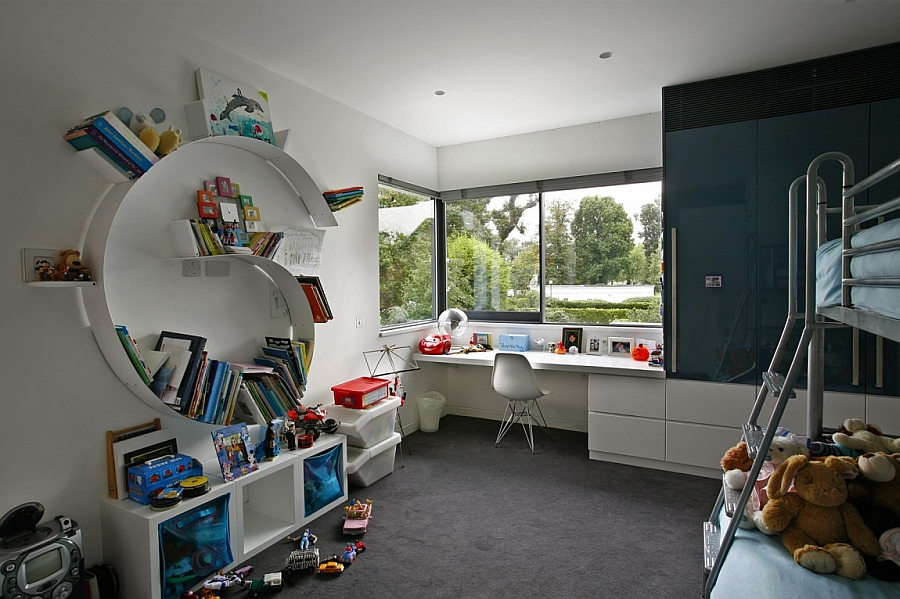 Innovative bookshelf in the kids' bedroom