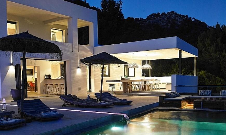 Sunny Retreat With Sensational Views: Ibiza Villa!