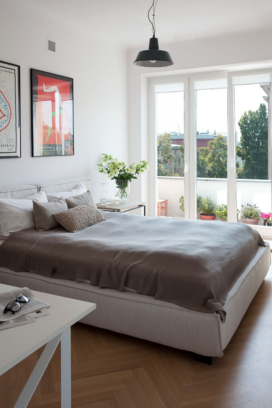 Lovely bedroom in white connecetd with the small Balcony outside