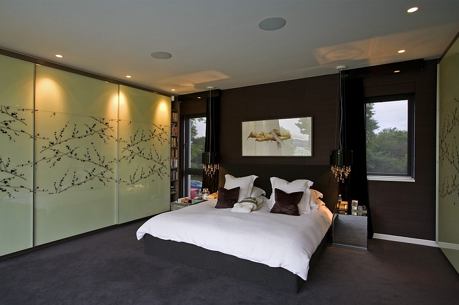 Luxurious maste bedroom in dark hues