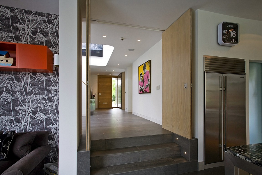 Modern entrance design and decorating idea