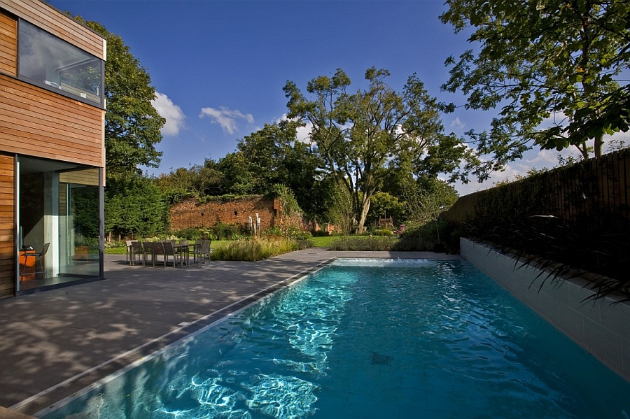 Modern pool of the Millbrae Residence in London