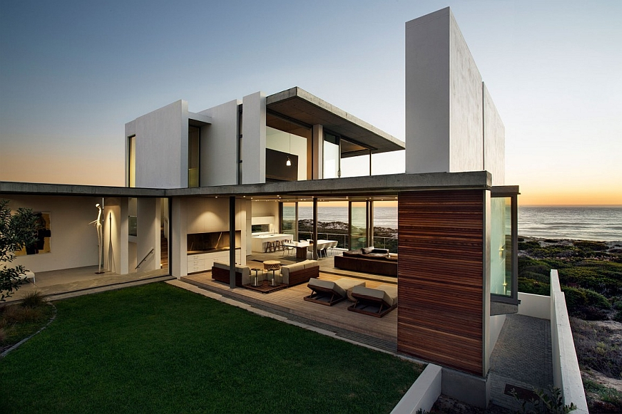 Spacious and airy design of the house lets it become one with the backdrop