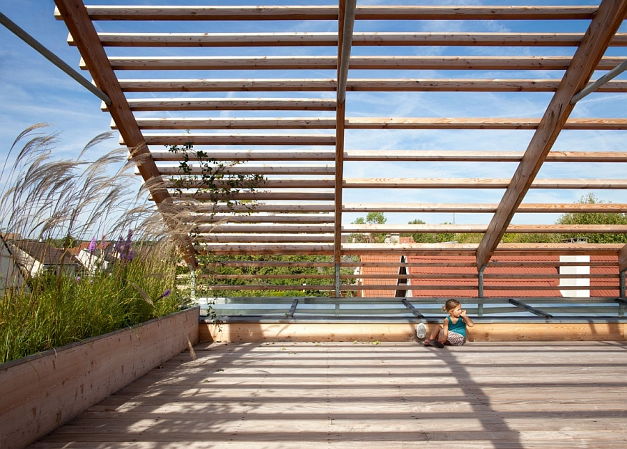 The shaded roof doubles as a lovely playzone for the kids