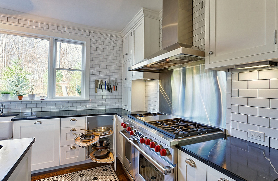 A perfect way to tuck away your pots and pans! [Design: PTACEK home]
