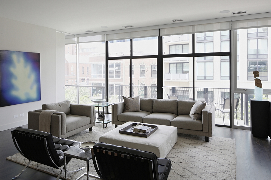 Airy and cheerful living area with a view of the world outside