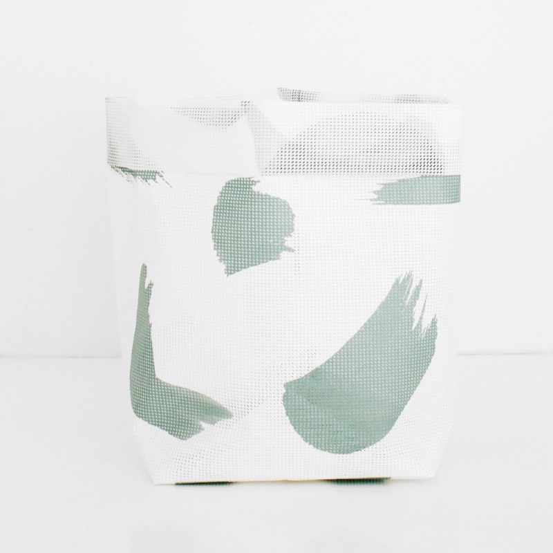Basket - sack with a brushstroke pattern