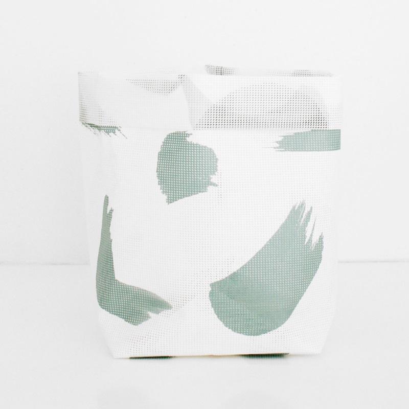 Basket - sack with a brushstroke pattern