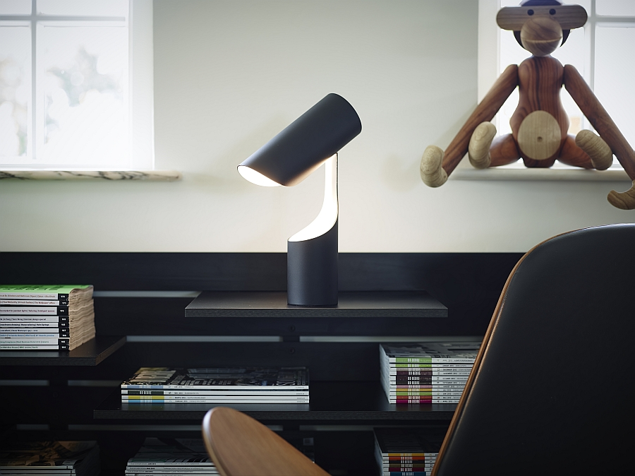 Beautiful and sleek table lamp saves up desk space