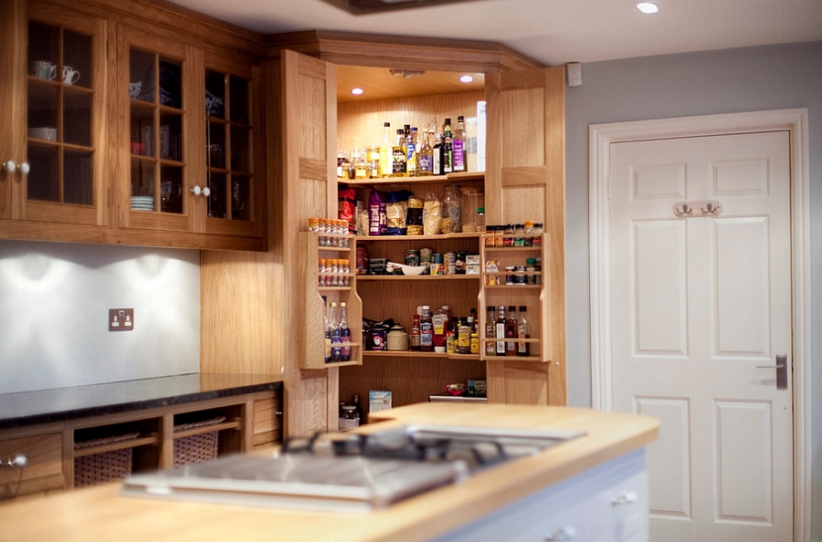 Custom-crafted corner pantry in the kitchen [Design: Increation]