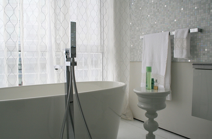 Custom made sheers for the contemporary bathroom in grey [By: Studio NOO Design]