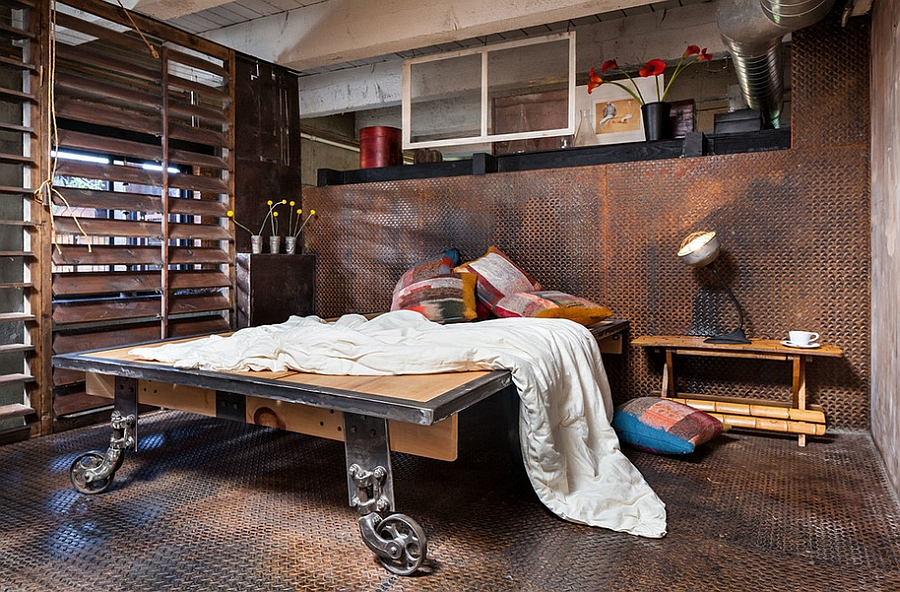 Diamond plate metal flooring is also soothing on your feet 36 Dashing Industrial Bedrooms That Bring Home Trendy Refinement!