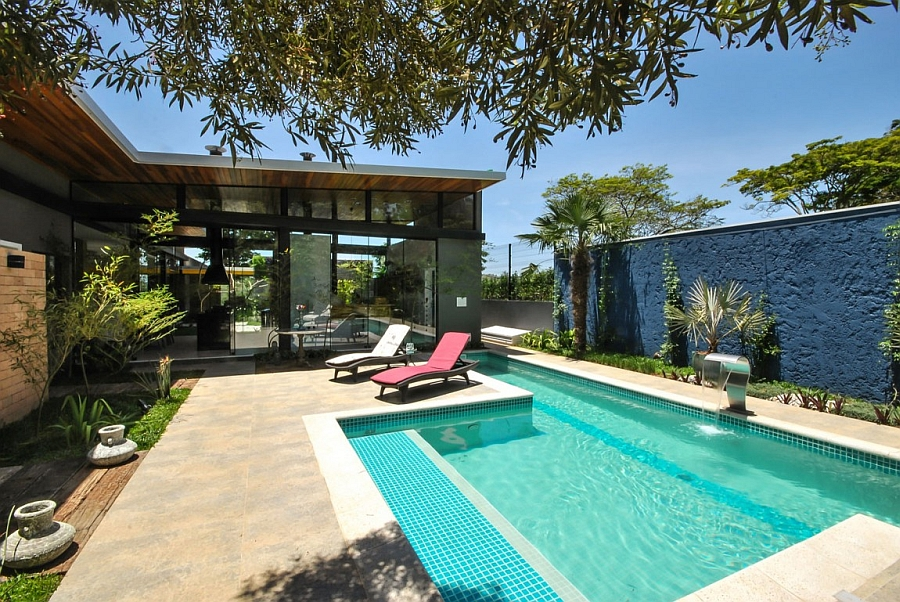 Modern private sao paulo home offers a stylish natural retreat - Gartenmauer modern ...