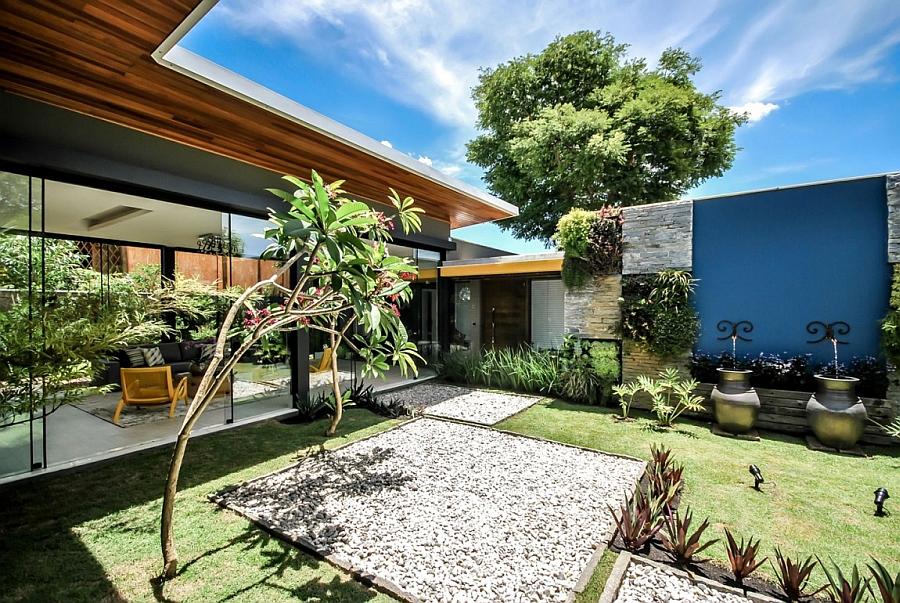 Gorgeous indoor gardens tie Casa ME with nature
