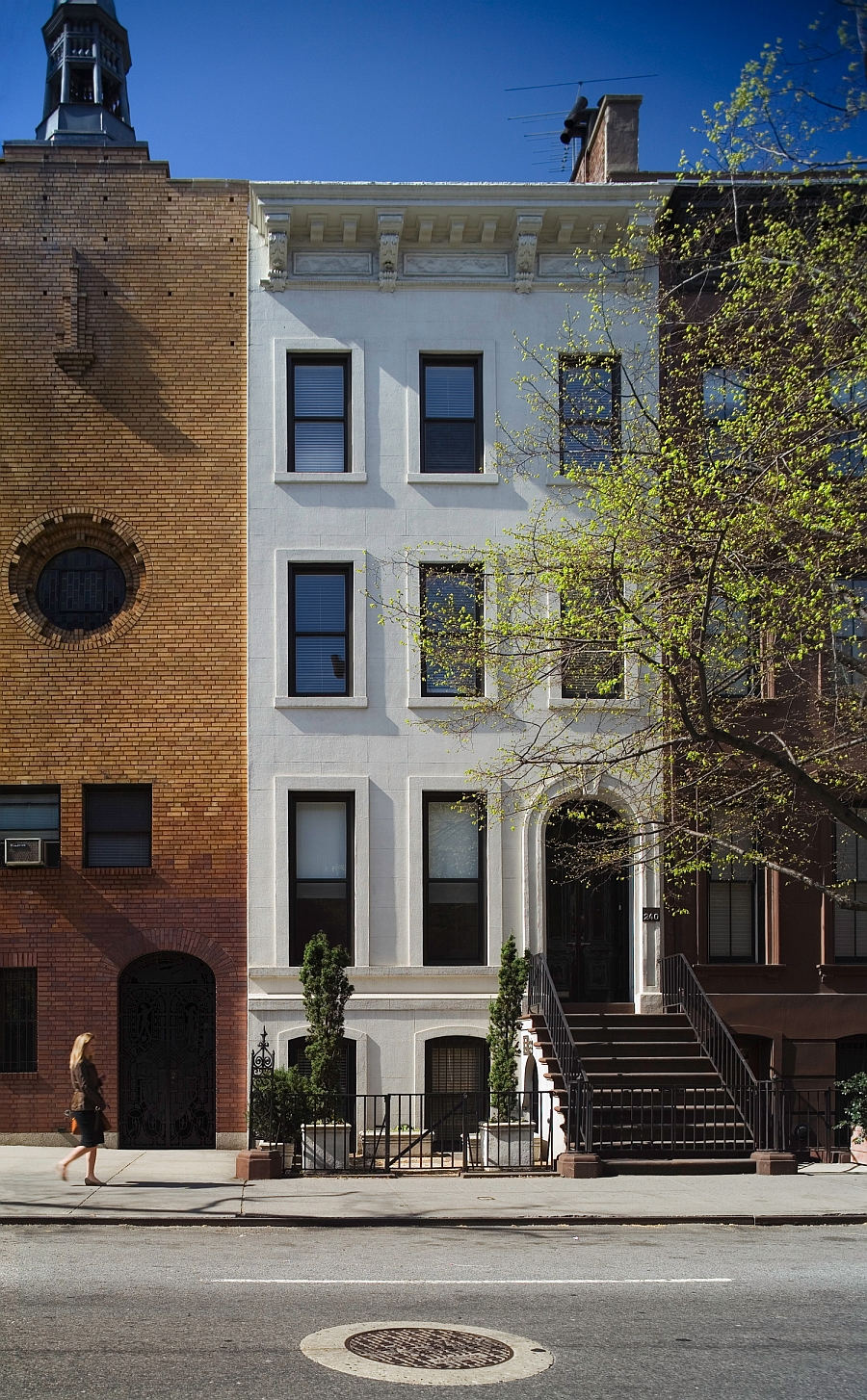 Smart new york city townhouse renovation breezy modern design for Modern townhouse architecture