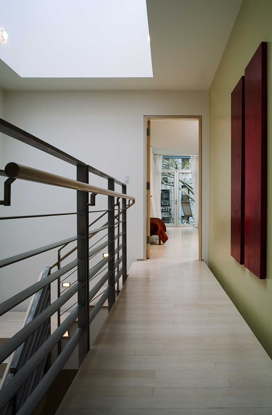 Interior that presents a wonderful balance between steel and wood