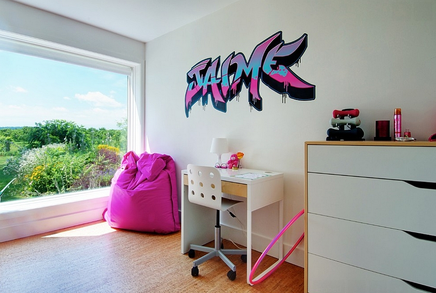 Keeping the graffiti in the kids  bedroom simple  Andrew Snow  Photography Graffiti Interiors  Home Art  Murals And Decor Ideas. Graffiti Bedroom Decorating Ideas. Home Design Ideas