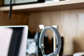 Exclusive: Stylish Headphone Hanger For Some Golden Glint on Your Desk