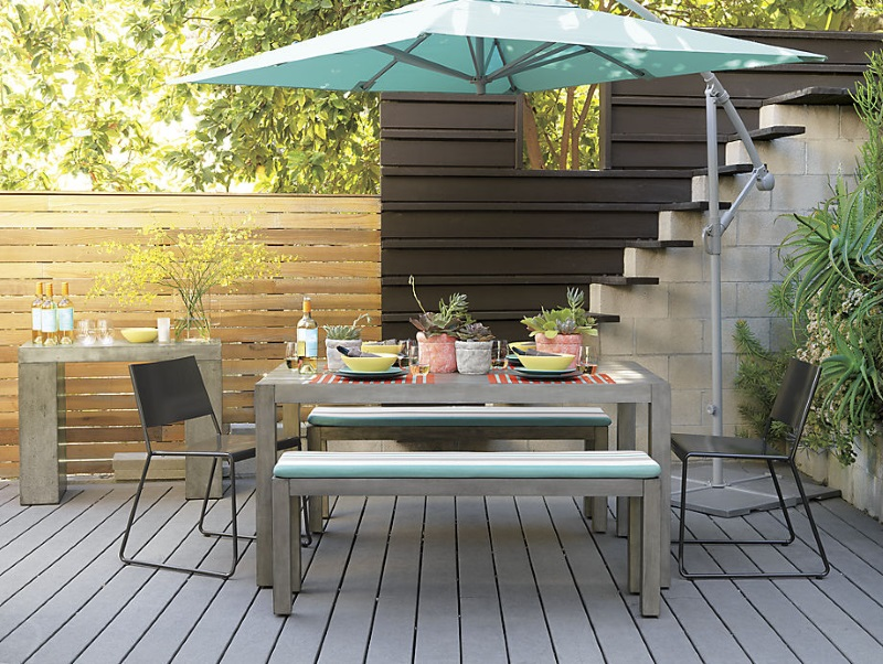 Pops of turquoise on a modern deck