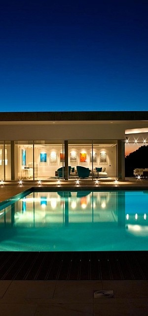 Refreshing pool and large deck space of the lavish villa in Portugal