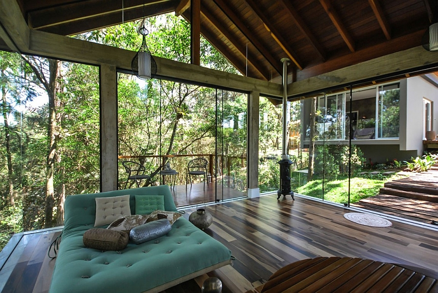 Relaxing room with 360 degree natural views and ample privacy