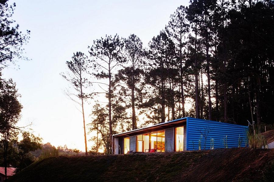 Residencia OZ by Andrade Morettin Arquitetos Associados in Sao Roque