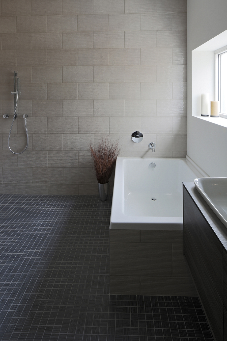 Simple and stylish modern bathroom with a soothing ambiance