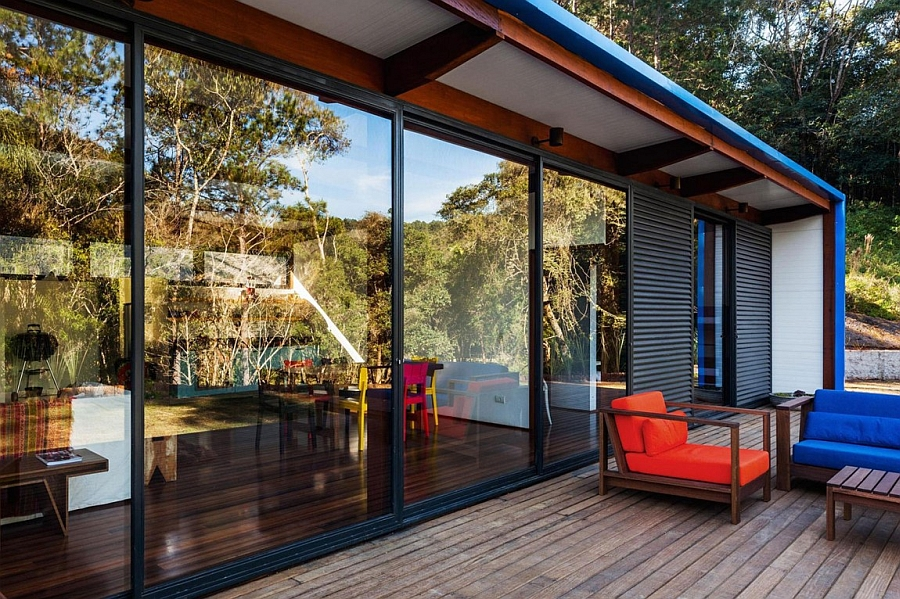 Sliding glass doors bring the scenic panorama indoors