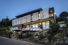 Spectacular Tahan Villa Amazes With A Dynamic Facade And Panoramic Sea Views