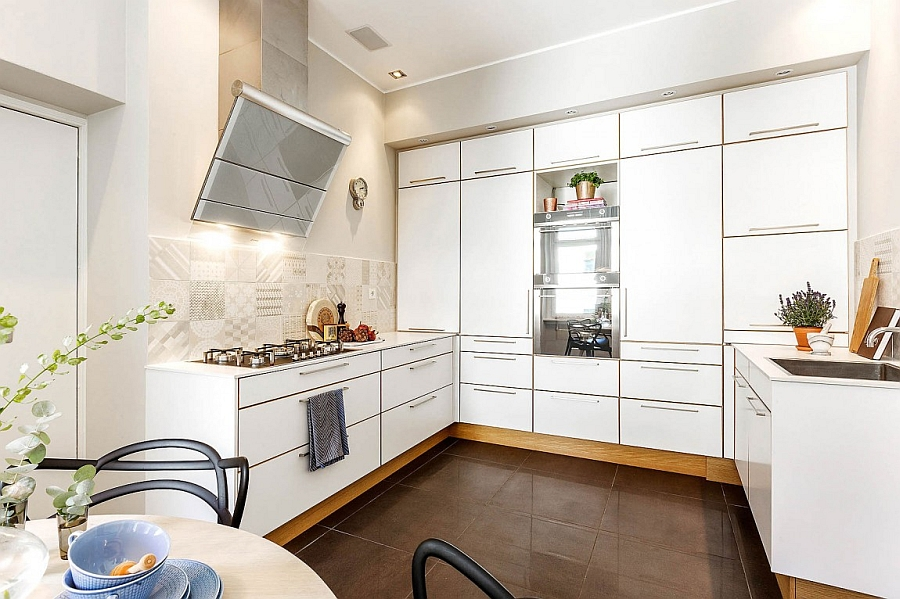 Traditional kitchen in white with smart arrangement