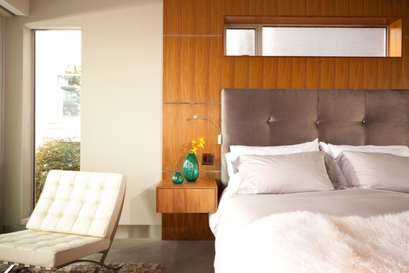 Warm modern bedroom with bright pops of glass