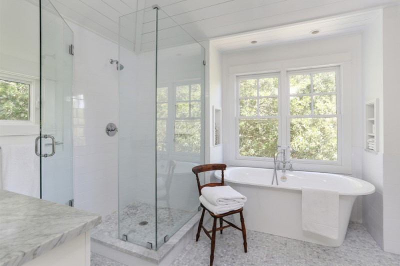 View In Gallery White Towels In A Marble Bathroom