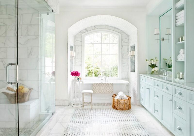 White towels on display in a luxury bathroom