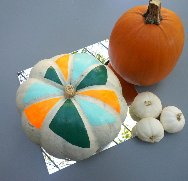 A festive fall pumpkin vignette
