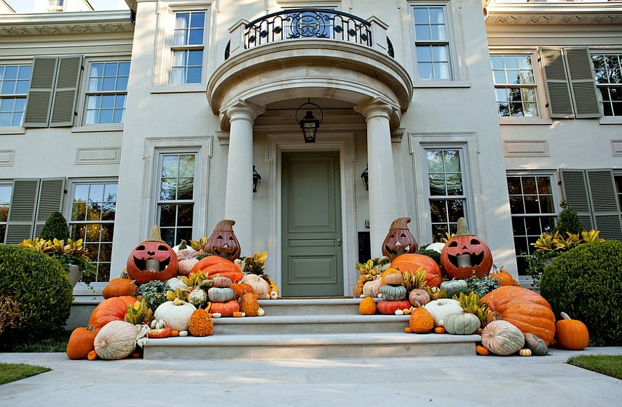 A pumpkin display that epitomizes fall! [Design: Southern Botanical]