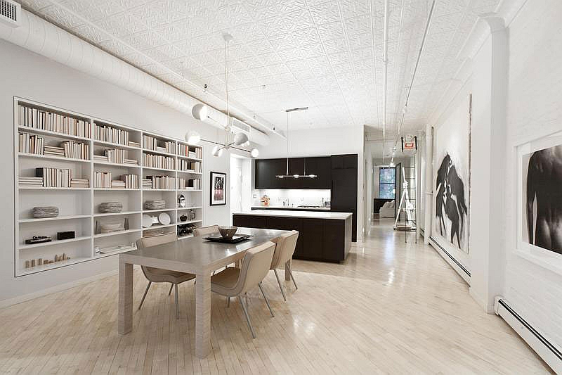 Art gallery style leaves its impression of the smart NYC loft