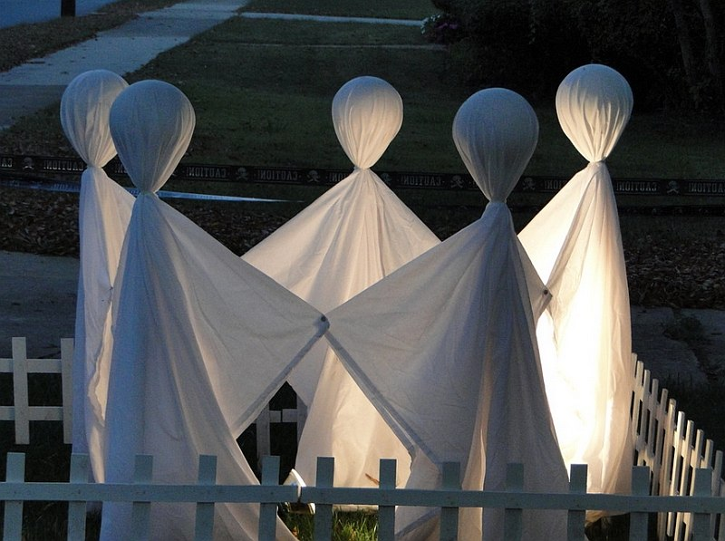Basketballs, pipes and fabric create this Halloween ghost scene [Design: beckbhill]