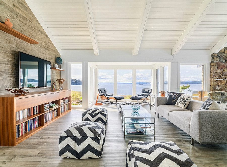Beach style family room for the modern home [Design: Johnson + McLeod Design Consultants]