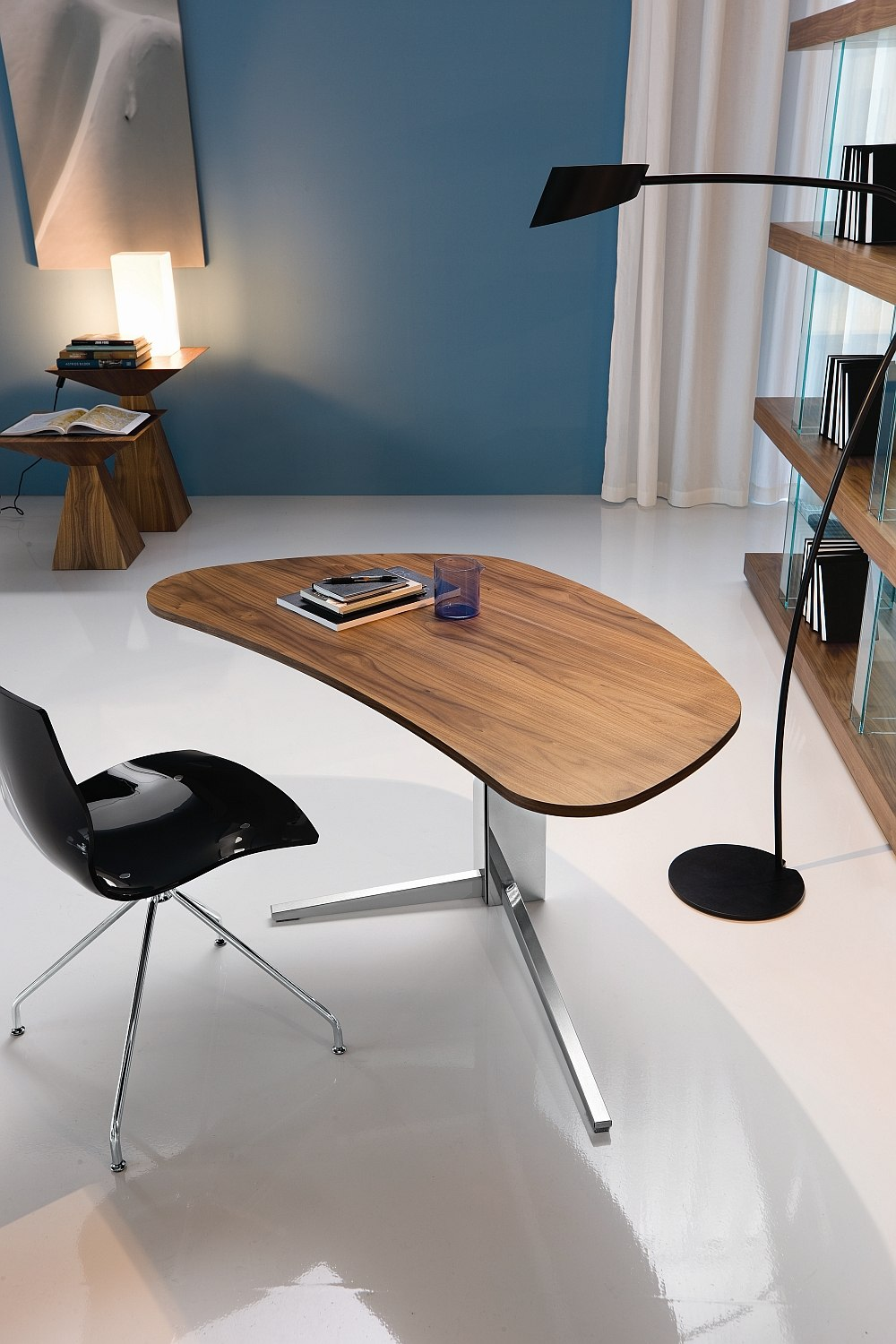 Beautiful desk for home and office designed by Paolo Cattelan