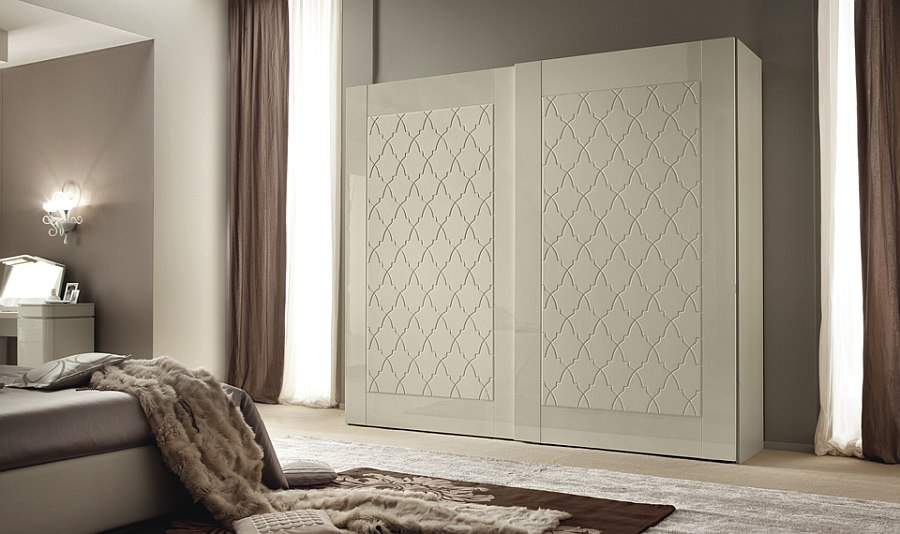 Bedroom wardrobe with sliding doors that feature intricate pattern