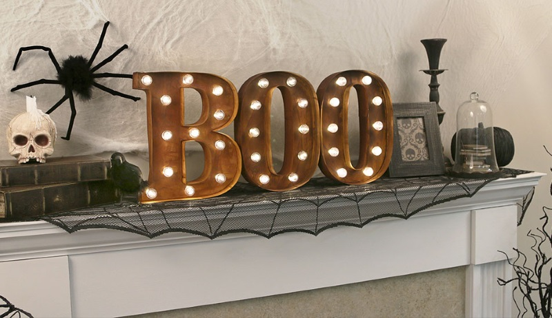 Boo Halloween sign from HalloweenCostumes.com