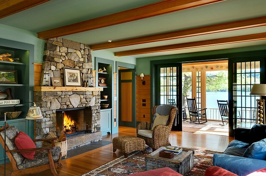Breezy summer charm coupled with rustic style in the living area [Design: Smith & Vansant Architects]