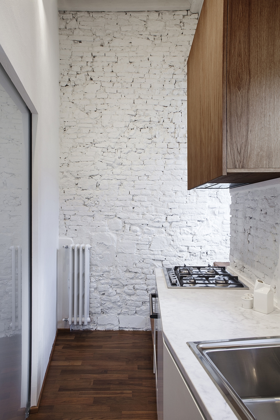 Bright and cheerful kitchen with painted brick walls and carrara marble countertop