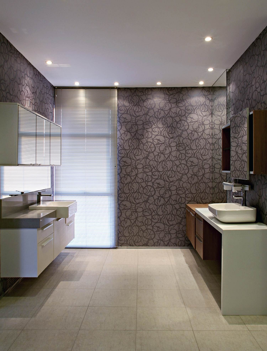 Chic pattern of the bathroom walls steals the show