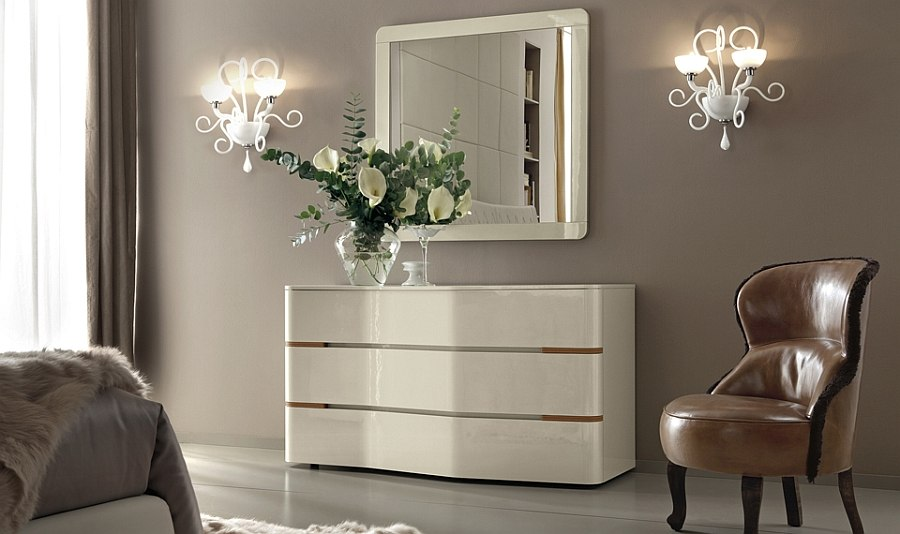 Curvy and glossy silhouette of the Grace drawer chest in the bedroom